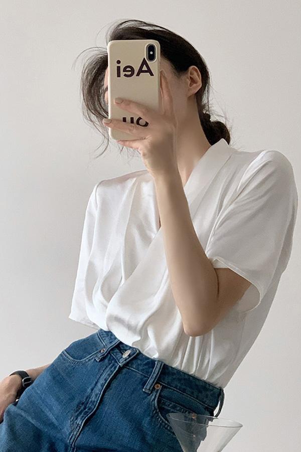 [당일배송] 세이프 브이넥 샤틴 오피스 데일리 하객룩 여성 모던시크 블라우스 (S size)