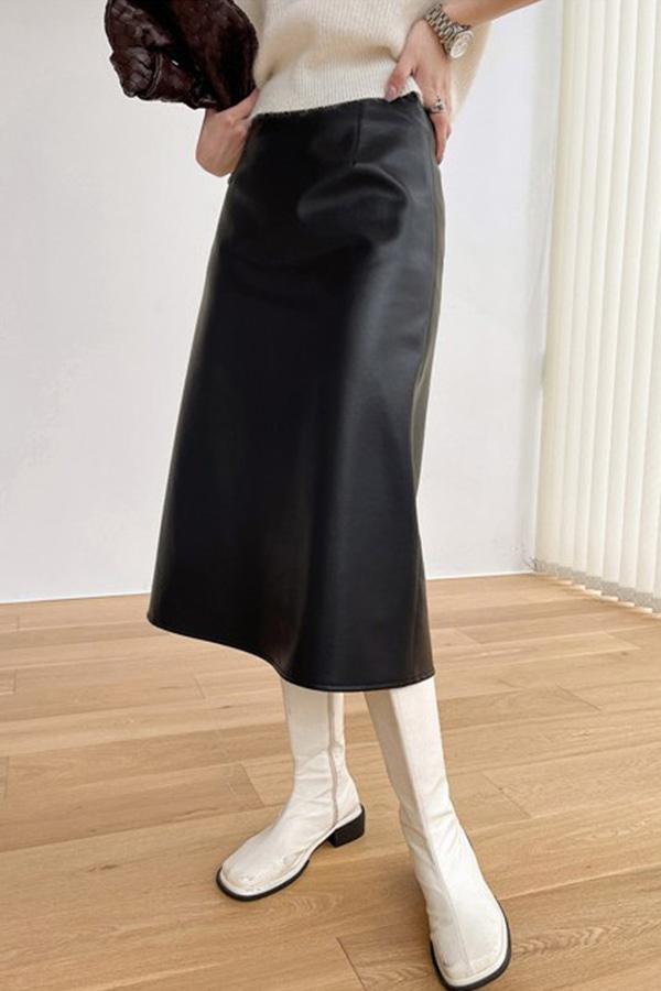 옥스 페이크 레더 하이웨스트 A라인 핀턱 모던 롱스커트 (블랙,커피브라운)