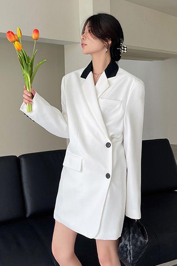 데뷔트 블랙 배색 카라 투웨이 싱글 투버튼 루즈핏 롱자켓 (화이트,브라운)