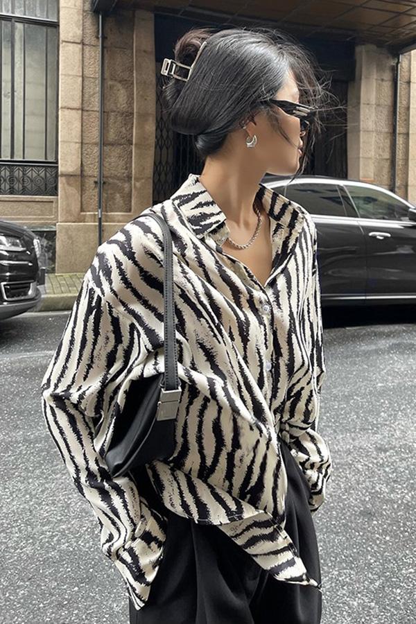 이프넬 지브라 패턴 유니크 시크 루즈핏 레이어드 셔츠