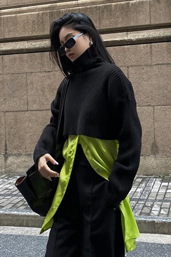 코르 폴라 하이넥 드롭숄더 루즈핏 골지 크롭 니트 스웨터